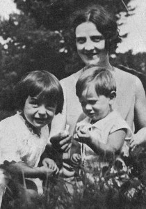 1929 Juillet - à Ecuelles -Moret sur Loinf chez la mère de Gilberte Brossolette, avec ses enfants